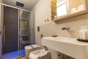 Vista bagno della camera Kimano