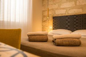 Vista della stanza Maiolica presso Balata Bianca a Lampedusa